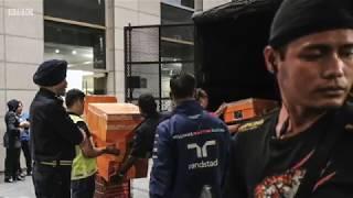 Handbags and money seized in raids on Malaysian former PM Razak - BBC News