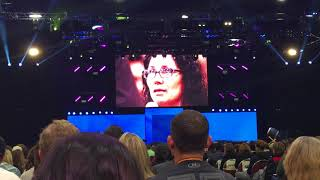 Tony robbins cure a woman's depression on stage in one session