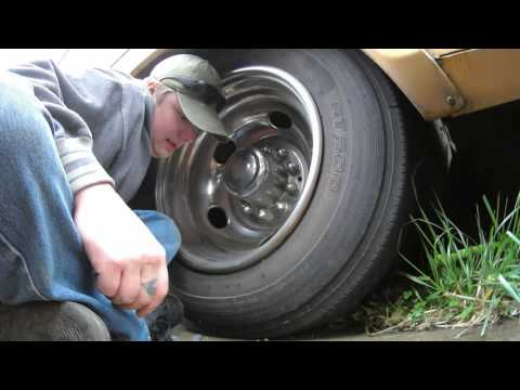 Checking And Filling Motorhome / RV Tire Pressure (+quick drive to auto parts store)