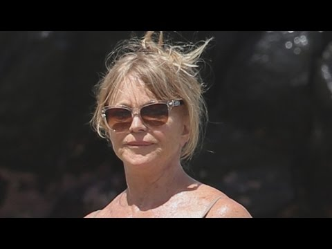 Goldie Hawn Flaunts Beach Body In Sexy Swimsuit At 70 Years Old