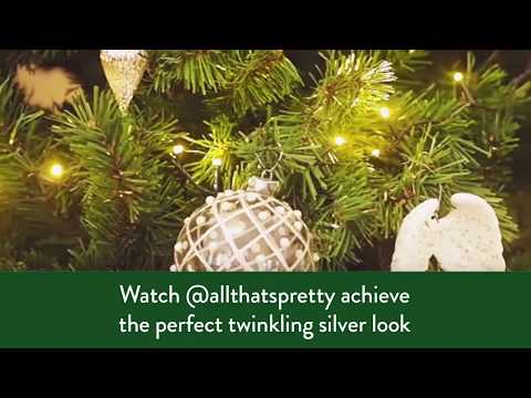 How to decorate your Christmas tree with a silver theme
