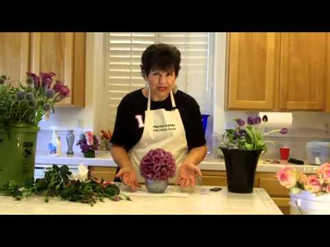 http://flowerarranging101.tv- Learn Easy Floral Designs -Pomander-Ball of Flowers