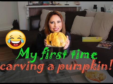 MY FIRST TIME CARVING A PUMPKIN!