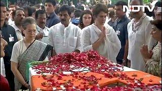 Download अंतिम दर्शन के लिए Congress मुख्यालय में रखा गया Sheila Dikshit का शव Video