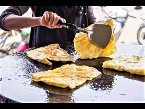 Thai Street Food: Banana filled Roti - Fried Roti with Bananas