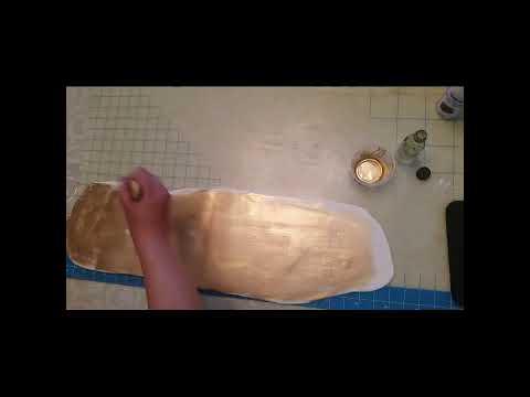 Gold crackle on fondant video part 1