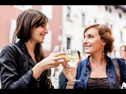 Lesbian Dating: How to Know If a Woman is Interested In You