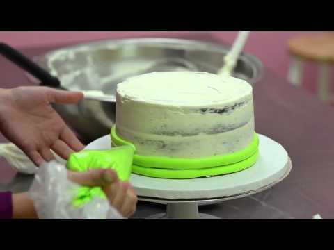The White Flower Cake Shoppe: Lauren frosting a butter cream cake
