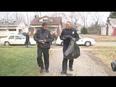 Community police and officials spread Christmas cheer in Youngstown