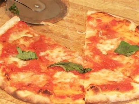 How To Make Your Own Margherita Pizza