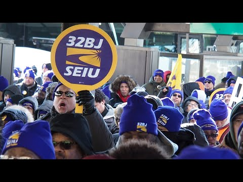 Airport workers rally at Newark International