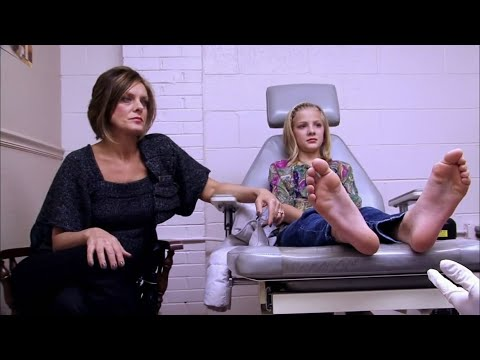 Dance Moms - Paige Gets Her Warts Removed (S2 E10)
