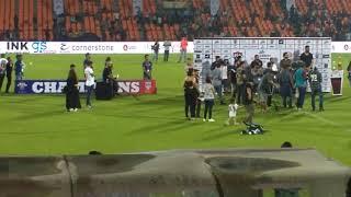 Ziva dhoni playing around while mahi won man of the match award