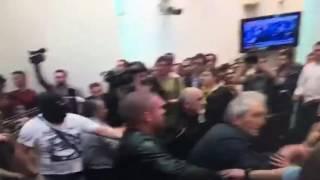 Ustaša bije makedonske poslanike