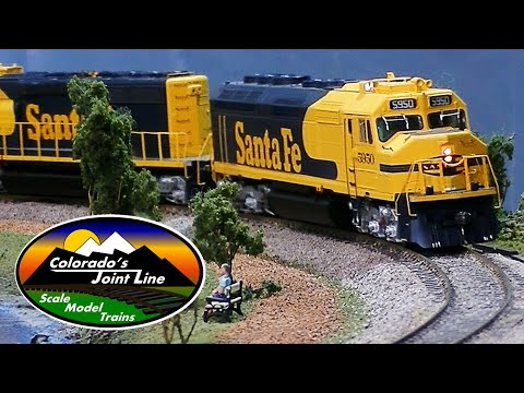 Running Model Trains Layout Ops Session w/ Cabooses - Santa Fe & Rio Grande