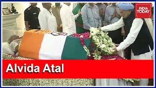 Manmohan Singh Pays Homage To Atal Bihari Vajpayee