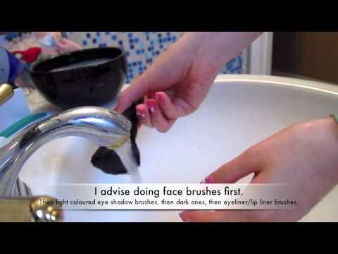 How I Wash Makeup Brushes
