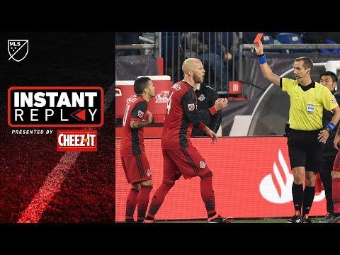 Sebastian Giovinco grabs face, sees red card