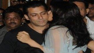 Jacqueline Fernandez KISSES Salman Khan at KICK TRAILER LAUNCH
