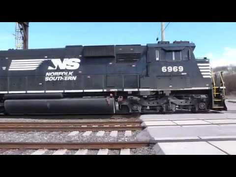 NS 14G SD60E 6969 at Norristown PA