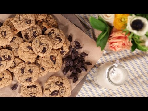 How to Make Feel-Good Chocolate Peanut Butter Cookies | Eat the Trend