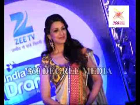 Sonali Bendre Looks Gorgeous in Saree at the Zee TVs New Show Indias Best Dramebaaz
