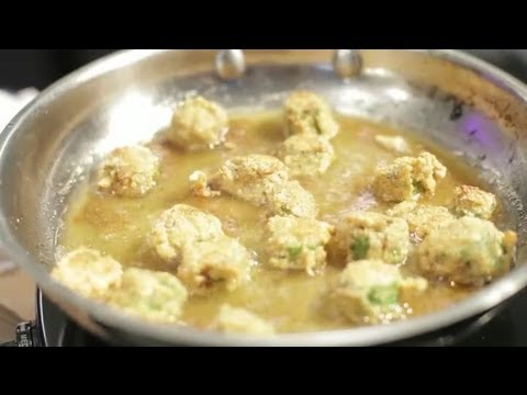 How to Fry Okra in a Skillet With Flour : Cooking With Okra