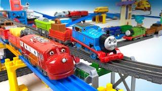 THOMAS & FRIENDS vs CHUGGINGTON on Trackmaster VS Plarail Train Tracks