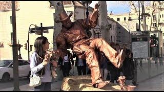 Cowboy street entertainer defies gravity AMAZING