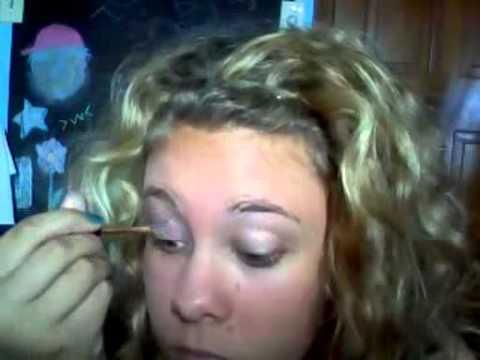 Valley girl makup tutorial(Blue eyeshadow thing)