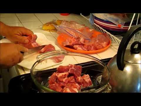 Preparing your Grillade de Marinade Meat