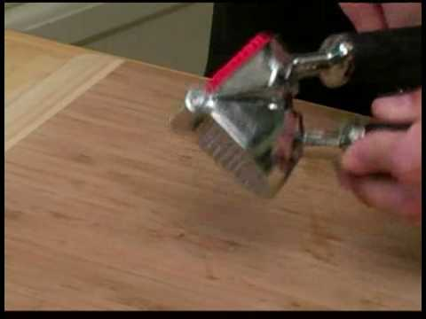Cooking Tips : How to Use a Garlic Press