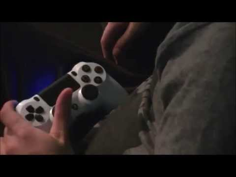 How I Play Playstation 4 With One Hand