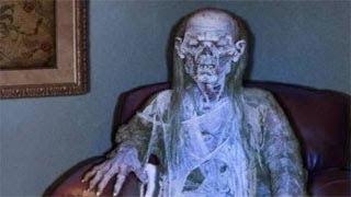 #x202b;هذه السيدة جلست 3 سنوات وهي متوفية ولم يعرف أحد شيء عنها | لن تتخيل ماذا وجدوا !!#x202c;lrm;