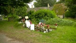 A Walk To Robin Gibb's Grave