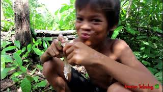 Primitive Technology - Eating delicious - Awesome cooking chicken wing on a rock