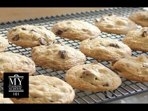 Chocolate Chip Cookies : Thin & Crispy