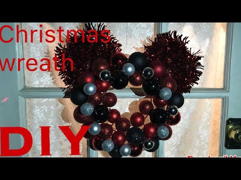 DIY Mickey Mouse inspired Christmas wreath!