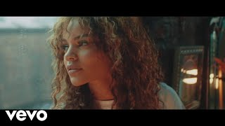 Leslie Grace, Justin Quiles, Play-N-Skillz - Sola (Official Video)