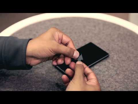 EE -- Sony Xperia Z1 -- Inserting the SIM and memory card