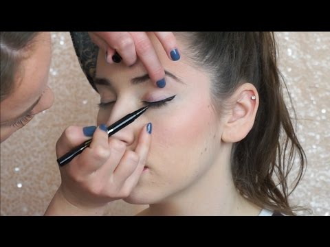 How To Do Winged Eye Liner On Someone Else (PRO TIPS)