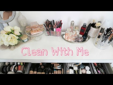 CLEAN WITH ME 💗   MY BEAUTY SPACE | Elle Levi