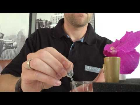 How to make a buttonhole in one minute!!! www.seasonflowers.nl