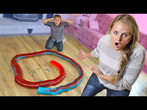 20 Foot Giant Gummy Snake Adventure DIY Giant Gummy Worm Candy!!
