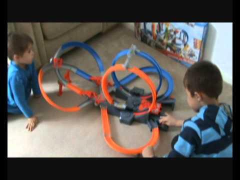 hotwheels Mega Loop Mayhem