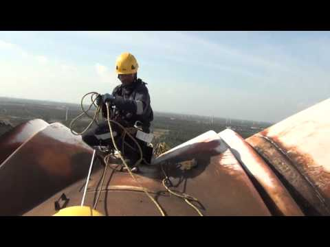Wind Turbine Blade Cleaning using Rope Access