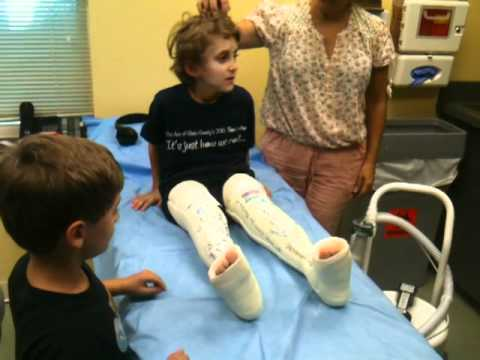 Carter Gets his cast off