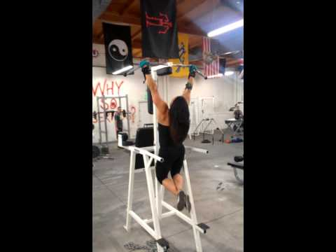 How to make your WAIST LOOK SMALLER with Pull Ups - Ladies Back Day Workout