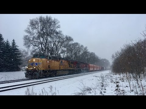 TRRS 498: CSX Trains: 4-Way Railroad Crossing in the Snow