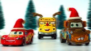 HoHoHo Merry SNOWBALL FIGHT Lightning McQueen Mater Jackson Storm & Miss Fritter DISNEY PIXAR